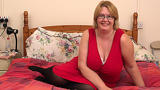 British Mature Lady Shows Her Big Tits And Masturbates - MatureNL