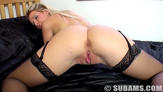 Hot ass blondie Shelly spreads her legs to law with her cravings