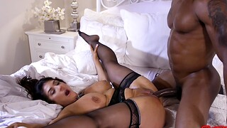 Large butt and tits MILF Knavish Heart gets fucked by a black ladies'